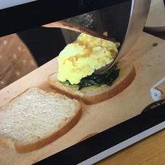 「パンとスープどれもネコ日和」 第2話目視聴。 これ見てるとサンドイッチ食べたくなる。 #パンとスープとネコ日和 #小林聡美 #サンドイッチ #sandwicha