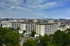 Nagoya City ,Japan. (marcelo.nakazaki) Tags: predio predios conjuntohabitacional asia aichiken japon japan japao montanha serra arvores tree cidade city ceu sky nuvem