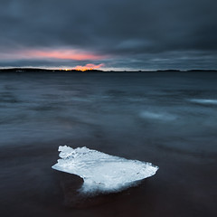Chunk (- David Olsson -) Tags: winter lake seascape cold ice beach nature water clouds square landscape frozen nikon december cloudy sweden dusk smoke tripod freezing karlstad filter lee bluehour grad chunk squarecrop vnern 2012 floe storaenso dx vrmland aftersunset 1635 1635mm lakescape blockofice gnd skutberget d5000 scenicsnotjustlandscapes davidolsson 06hard skoghallsverken 1635vr
