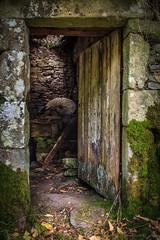 Muio (Abraham Castro) Tags: rio ruta puerta madera paisaje molino lor piedra muio arquitecturatradicionalgalega