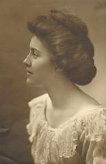 A very lovely woman (sctatepdx) Tags: portrait vintagedress evanstonillinois vintagewoman vintageportrait