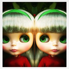 Mirrored (welovethedark) Tags: red green doll blythe prim iphone takarablythe holidayoutfit iphonephoto iphonecamera iphonecameraapps kissmetrueblythedoll