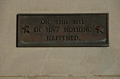 Nothing happend... (-Tripp-) Tags: urban chicago illinois north neighborhood chicagoist