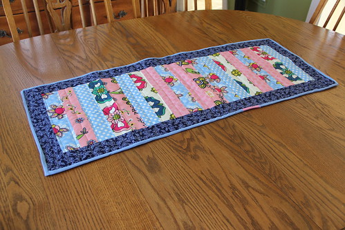 Scrap Table Runner and napkin set