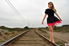 Javiera Gubler (noloyflaka) Tags: chile girl beauty fashion del train de tren design mar chica slim dress y via legs moda books line arena blonde rubia lina bella autor hermosa diseo vestido javiera ritoque accesory concn gubler nolo flaka accesorio independeinte fotorgrafa noloyflaka