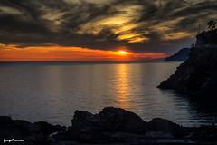 Manarola sea sunset (leeleeque) Tags: acontretemps angetraverso italie landscape nature paysage trekking cinqterre cinqueterre italia italy ligurie mer printemps sea tourisme canon canon600d sigma randonne travel sunset sun summer sunlight seascape