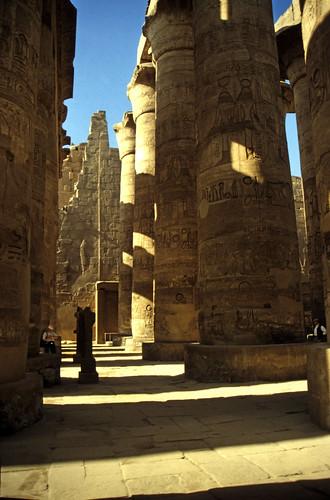 "Ägypten 1999 (333) Karnak-Tempel:  Großer Säulensaal im Tempel des Amun-Re • <a style=""font-size:0.8em;"" href=""http://www.flickr.com/photos/69570948@N04/29028113252/"" target=""_blank"">View on Flickr</a>"