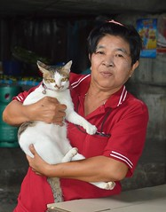 lady with her cat (the foreign photographer - ) Tags: middle aged lady cat khlong thanon portraits bangkhen bangkok thailand nikon d3200