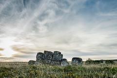 Piedras (ivandabouza) Tags: piedras rocas naturaleza paisaje atardecer ourense galicia verde cielo azul sol puesta
