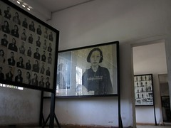 Cambodia (Juni 12) Gesicht des Schreckens (Syydehaas) Tags: konzentrationslager asia asien cambodia kambodscha southeastasia sdostasien khmer krieg torture bones horror phnompenh tribunal genocide massgraves indochine killingfields sculls s21 indochina cambodja khmerrouge tuolsleng polpot massengrab zelle skelett knochen folter duch kampuchea gefngnis iengsary choeungek abenteuer totenschdel gebeinhaus genozid kaingguekeav nuonchea khieusamphan iengthirith highflyer261 syydehaas kumerrouge