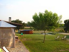 Zona Chill - Out, Piscina y Jardn (brujulea) Tags: rural out casa selva jardin can piscina girona casas chill zona cassa rurales abras pahissa brujulea