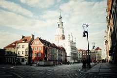 Poznan, Stary Rynek (ewitsoe) Tags: street city sky people cold tower clouds buildings walking nikon cloudy poland sunny chapel d8 fountains oldtownsquare poznan 2035mm staryrynek