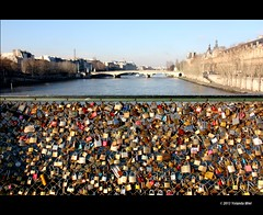 Love padlocks (Yolanda Miel) Tags: bridge paris france love museum canon freedom europe louvre lover padlock jealousy possession laseine everlastinglove mygearandme mygearandmepremium photographyforrecreation yolandamiel