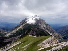 Pizzo d'Intermesoli from the south (markhorrell) Tags: italy walking abruzzo gransasso apennines pizzocefalone
