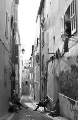Friendly (Ingrid) Tags: marseille ville town people personnes amiti voisins black white monochrome canon