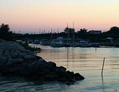 Les reflets du crpuscule (J.D. Photos) Tags: bteau boat sea water outside reflet reflection crpuscule nuit night ciel sky colors couleur eau rock calme
