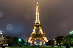 Rain in Paris (MNP[FR]) Tags: toureiffel baladesparisiennes samsung nx3000 pose longue long exposure tour eiffel tower paris paname iledefrance nuit night lights lumires rain pluie raindrop