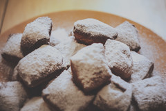yum - beignets (tbit) Tags: beignet dof foodporn