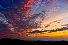I Drift In The Wind (Anna Kwa) Tags: sunrise clouds sky mountainranges thorofaremountainoverlook blueridgemountains shenandoahnationalpark virginia usa annakwa nikon d750 afsnikkor24120mmf4gedvr my heart always beating alive feel faraway close travel world seeing soul throughmylens moment