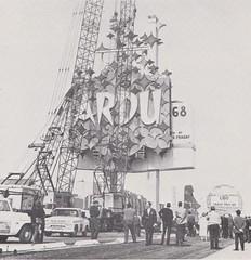 Stardust Sign Installation - Las Vegas - 1968 (hmdavid) Tags: stardust pylon sign lasvegas nevada spectacular 1960s 1968 adart paulmiller designer