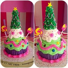 Giant Cupcake Candy Christmas !!! Bellsimo solo en #sweetcakesstore #lecheria #puertolacruz #barcelona #venezuela #giantcupcake #bakery #cupcakery #originalcake #originalcupcakes #cupcakes #cakes #delicious #yummy #cute #christmas #pink #candy #instacolo (Sweet Cakes Store) Tags: cakes giant square de navidad cupcakes yummy candy y venezuela tienda cupcake squareformat gigante caramelos arbolito tortas lecheria ponque chupetas sweetcakes ponques iphoneography instagramapp uploaded:by=instagram sweetcakesstore sweetcakesve foursquare:venue=500c75dbe4b00812976bb4e0