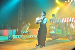 Cirque de Nol Bouglione - Eddy La Forte (62) (kemijo) Tags: chien clown nol cirque diabolo jongleur jonglage bouglione houla houpe