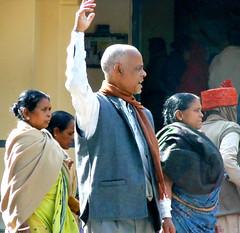 The leader (bokage) Tags: woman india man pilgrim rishikesh uttarakhand