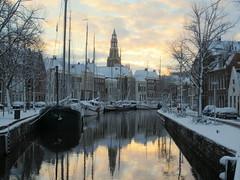 Hoge en Lage der A (Arend Jan Wonink) Tags: winter netherlands sunrise nederland groningen zonsopgang annelies drentscheaa zonsopkomst stadsgezicht a lagedera deraakerk vissersbrug hogedera diepenring