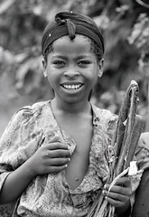 Scan-121121-0066.jpg (foto_morgana) Tags: africa portrait people girl childhood youth outdoors hand african character young jeunesse stare afrika ethiopia bandana portret nikoncoolscan analogphotography jong afrique ethiopian jeugd jeune juventud blackwhitephotography hoofd kerchief humanhead persoonlijkheid karakter analogefotografie vuescan nomodelrelease ethiopi caractre photographienoiretblanc couvrechef humanteeth zwartwitfotografie ttehumaine kodaktmax400cn photographieanalogue editorialonly kaffaregion