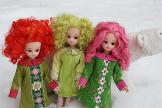 They insisted we go outside to get a clear picture. (All these fit Blythe.They are actually on Blythe bodies.  ; )