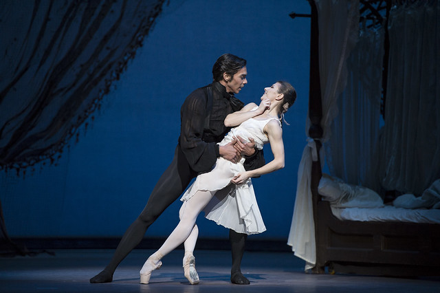 Jason Reilly as Onegin and Alina Cojocaru as Tatiana in John Cranko's Onegin © ROH / Bill Cooper 2013