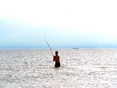 Pesca (DiEgo bErrA) Tags: ocean fish fishing waves barco hombre oceano caa crucero pescar pescando masculino