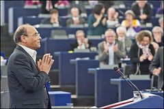 A standing ovation for the Tunesian President Moncef Marzouki (European Parliament) Tags: france nikon europa europe european tunisia president political union eu parliament strasbourg leader session parlament parlement ep citizens parlamento plenary europen euroepan europeu parlamentul parlamentet europas europeo europos euroopan europisches moncef europejski 2013 parlamentas parlaments eurpai d700 parlamentti parlamente euroopaparlament eurostudio ewropeweuropees marzouki europsk parlamentil parlaimintn aheorpa vropski
