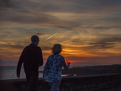 Porthcawl setting sun strollers-8619 (Debbie.doos) Tags: seascape sunset summersevening