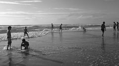 Choregraphy (Olivr 's pictures) Tags: olivrspictures leica leicax typ113 bw portrait sanguinet ocean soir blackandwhite beach biscarosse