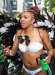Sommerkarneval 2016, Rotterdam, 553 (Andy von der Wurm) Tags: zomercarnaval 2016 juli july sommerkarnveval carnaval karneval carneval carnival rotterdam niederlande netherlands nederland holland zuidholland sdholland southholland suedholland europa europe boy girl male female teen twen teenager sexy pretty beautiful hbsch farbig farbenfroh bunt colorful colourful costumes kostme kostueme portrait streetphotography strassenfotografie people menschen outdoor latina latino performer costume