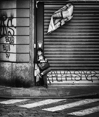 Your Majesty... (Petricor Photography) Tags: city people street crown queen candid photography urban exploration streetphotography canonpersonalconnection milan milano italy urbanexploration