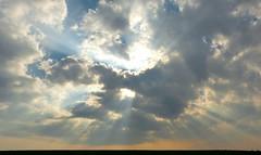Lichtschleier (isajachevalier) Tags: wolken licht landschaft sachsen natur panasonicdmcfz150