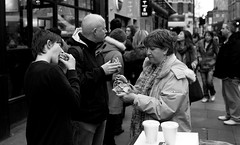 Brick Lane Brunch (IanAWood) Tags: blackandwhite bw london streetphotography candids bricklane streetfood e1 peoplewatching eastend d3s eatinginthestreet walkingwithmynikon nikkorafs35mmf14g