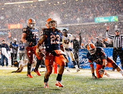 Prince-Tyson Gulley (noamgalai) Tags: winter snow game college sports sport football snowy syracuse snowing win ncaa touchdown yankeestadium winning 2012 mvp noamgalai sitesports pinstripebowl princetysongulley
