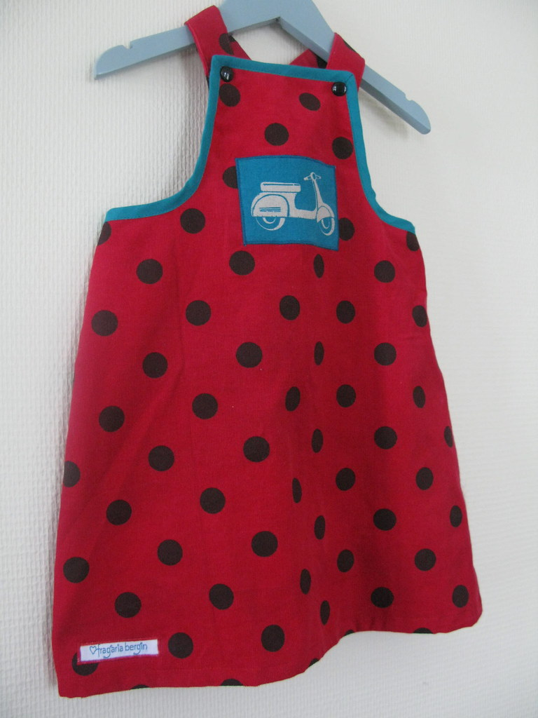 9d8f62a76d3c Selekjole str. 92 (Fragaria Bergin) Tags  red dress sewing scooter moped rød