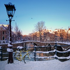 Beautiful snow covered bridges over the canals in Amsterdam (Bn) Tags: world street trees windows winter light sunset people seagulls house snow cold holland heritage church water netherlands dutch amsterdam weather bike yellow corner walking frank anne lights boat canal cozy cool topf50 colorful day jan snowy walk bikes atmosphere twinkle scooter file canals unesco lamppost romantic snowfall topf100 mokum dangle rembrandt gezellig cafs keizersgracht jordaan westertoren pakhuis lange westerkerk wester lantaarn paal reguliersgracht celcius grachtengordel rondvaartboot 1000km 100faves 50faves grachtengordelwest