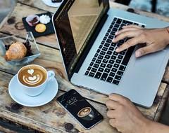 Apple & coffee (vale.rizze89) Tags: valeriorizzelli nerviano milano legnano polihotel valeweb89 latteartist latteart 50mm macbook iphone apple work cappuccino art coffee