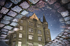 Satamakatu - Helsinki (richardsercombe) Tags: helsinki cobbles road park puddle rain reflection