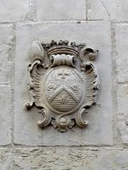 Blason  de Pierre Sabatier (rue des Louvels) (xavnco2) Tags: amiens somme picardie france architecture french archi rue des louvels street blason armoiries pierresabatier évêque bishop coatofarms