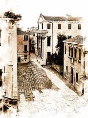 Venecia, Venice Streets 001 (www.ignaciolinares.com) Tags: venecia venice venezia gondola canales sanmarcos feniche campanile ilduomo eldoge vaporetto veneto italia