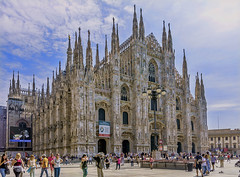 #79 Hustle Bustle (pollylew) Tags: 79hustlebustle 116picturesin2016 milan cathedral tourists people