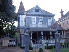 (sftrajan) Tags: stcharlesavenue neworleans queenannestyle witchscap victorian 6026stcharlesavenue architecture uptown louisiana sonydsch90 2016 1870s remodeled 1900s frontporch suburban