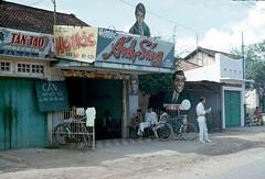 Saigon 1965-66 -  a barber shop - đường Võ Di Nguy PHÚ NHUẬN (manhhai) Tags: 1966 saigon 1965