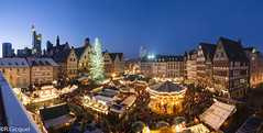 Christmas Market (Frankfurt) (renan4) Tags: travel winter panorama building lights europe cityscape view frankfurt christmasmarket noel panoramic bluehour gremany rgicquel nikond800 1635f4vr renan4 renangicquel